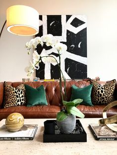 Home Interior Classic DIY large abstract black and white art.Home Interior Classic DIY large abstract black and white art. Black And White Living Room, Living Room Green, My Living Room, Living Room Decor, Bedroom Decor, Bedroom Sets, Leopard Living Rooms, Leather Sofa Covers, Green Leather Sofa
