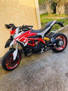 Moto Ducati, Ducati Motorcycles, Scrambler Motorcycle, Moto Bike, Motorcycle Garage, Velentino Rossi, Ducati Hypermotard, Bike Rider, Yamaha Yzf