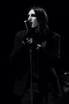 Chris Motionless singing