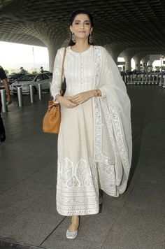 While Kangana Ranaut picked a Marc Jacobs ensemble this week, Aditi Rao Hydari and Sonam Kapoor picked simple anarkalis. See all the looks here. Indian Attire, Indian Ethnic Wear, Indian Outfits, Eid Outfits, Indian Gowns Dresses, Pakistani Dresses, Eid Dresses, Kurta Designs, Blouse Designs