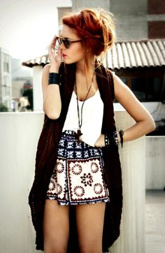 print skirt / leather wrists