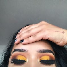 Otoño Maquillaje Amarillo Fall Makeup Yellow Make Up Gelb Fallen Makeup Goals, Makeup Inspo, Makeup Inspiration, Makeup Ideas, Makeup Trends, Makeup Guide, Makeup Hacks, Makeup Tutorials, Make Up Looks