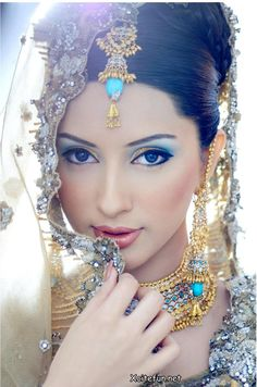 I would love to do this kind of South Asian vibe for my wedding. I've been looking for the piece of jewellery that is on her head. Love the make up.