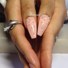 Peach coffin nails with tiny pearls
