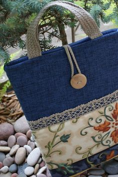 Best 12 Laptop sleeve for 13 inch Macbook Patchwork Bags, Quilted Bag, Handmade Handbags, Handmade Bags, My Bags, Purses And Bags, Sacs Design, Denim Crafts, Bag Patterns To Sew