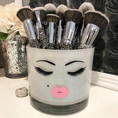 Dwelling decor Make-up Brush Holder LARGE good pout lashes kiss print Article Physi Diy Makeup Brush, Make Makeup, Makeup Brush Holders, Makeup Kit, Makeup Geek, Diy Makeup Jars, Makeup Gift Ideas, Clean Makeup, Diy Makeup Organizer