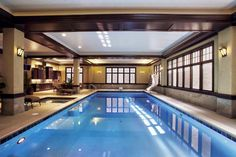 Hallenbad in Glencoe, IL von Platinum Poolcare gebaut. - The Swimming Pool - Swimming Pool Pictures, Indoor Swimming Pools, Platinum Pools, Spa Water, Building A Pool, Luxury Pools, Chicago, Cool Pools, Awesome Pools