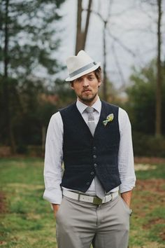 Fedora Hat  - 20 Stylish Grooms & Groomsmen Looks for a 1950s Wedding