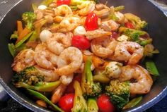 Recette: Sauté de légumes et crevettes. Cuisine Diverse, Ideal Protein, Stir Fry, Apple Cider, Seafood Recipes, Shrimp, Fries, Healthy Recipes, Healthy Foods