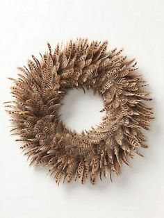 Feather wreath-can I do this with turkey feathers? Feather Wreath, Feather Crafts, Feather Art, Parrot Feather, Thanksgiving Wreaths, Holiday Wreaths, Wreath Crafts, Diy Wreath, Wreath Fall