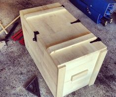 Wooden Storage Box - My Easy Woodworking Plans Diy Wood Box, Wood Boxes, Wooden Diy, Wooden Storage Boxes, Wooden Crates, Diy Storage, Outdoor Storage, Storage Chest, Storage Bins