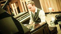 Jef Neve plays Netsky on piano