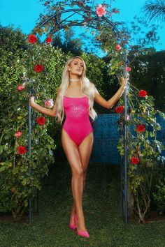 Paris Hilton 'That's Hot' Bodysuit from Boohoo, part of our latest Paris Hilton x boohoo collection Paris Hilton Bikini, Paris Hilton Style, Paris Hilton Hair, Sugar Baby, Celebrity Weddings, Celebrity Style, Paris And Nicole, Rich Girls, Bollywood