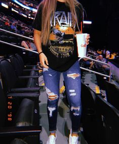 most popular outfits ideas with ripped jeans for summer 7 ~ thereds.me most popular outfits ideas with ripped jeans for summer 7 ~ thereds. Cute Outfits For School, Teenage Girl Outfits, Cute Comfy Outfits, Teenager Outfits, Teen Fashion Outfits, Retro Outfits, Outfits For Teens, Stylish Outfits, Freshman Outfits