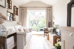 Image By Adam Crohill - A 3 Bed Victorian Terrace Redecoration And Extension… Open Kitchen And Living Room, Narrow Living Room, Home Living Room, Living Spaces, Dining Room, Cottage Living, Cozy Cottage, Victorian Terrace, Victorian Homes