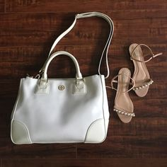 """Tory Burch Robinson Double Zip Tote Tory Burch double zip tote with removable shoulder strap! Gently used in great condition. Picture #3 shows the flaws on both inner handles. Removable straps can be wear on the shoulder, cross body or hand. 14""""x5.5""""X11.5"""" without handle. No trades! Tory Burch Bags"""