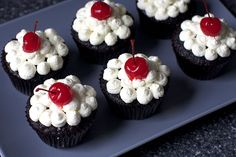Root Beer Float Cupcakes! How cute are these??
