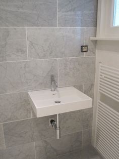 Quite like the wall tiles Small Bathroom Furniture, Bathroom Interior, Bathroom Ideas, Reno, Sunroom, Wall Tiles, Ceilings, Master Suite, Master Bathroom