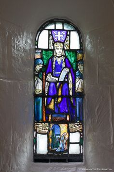 This stained-glass window in St Margaret's Chapel at Edinburgh Castle in Scotland is beautiful. This guide to 1 day in Edinburgh, Scotland will show you an Edinburgh 1 day itinerary for your UK trip. From Edinburgh Castle to the Royal Mile and Calton Hill, it has all the best things to do in Edinburgh. #edinburgh Edinburgh Travel, Edinburgh Castle, Edinburgh Scotland, Stained Glass Art, Stained Glass Windows, St Margaret Of Scotland, Edinburgh Photography, England And Scotland, Cool Places To Visit
