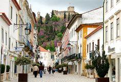 Rua pedonal, Tomar, Portugal by vida de vidro, via Flickr