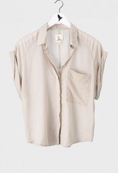 the jetset shirt. by mih. by latasha Moda Vintage, Inspiration Mode, Fashion Outfits, Womens Fashion, Shirt Blouses, What To Wear, Style Me, Street Style, Clothes