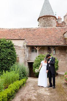 Credits photos Trendz - Mariage en vert et blanc - La mariee aux pieds nus - Domaine de la maison Forte, Bourgogne / Lieu de reception / mariage