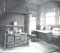 Creating a new kitchen in an old house. Victorian Interiors, Victorian Decor, Vintage Interiors, Victorian Homes, Folk Victorian, Victorian Parlor, Victorian Life, Old Kitchen, Kitchen And Bath