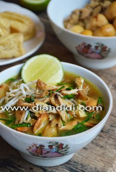 Diah Didi's Kitchen: Soto Kudus ( Resep Baru ) Kitchen Recipes, Soup Recipes, Chicken Recipes, Cooking Recipes, Chicken Soup, Cooking Ideas, Soto Ayam Recipe, Asian Recipes, Healthy Recipes