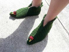 Shush's Handmade Stuff: Elf in Green - crochet slippers pattern (FREE) Aus size Crochet Christmas Stocking Pattern, Christmas Knitting, Crochet Boots, Crochet Slippers, Crochet Slipper Pattern, Crochet Patterns, Crochet Ideas, Knitting Patterns, Free Crochet