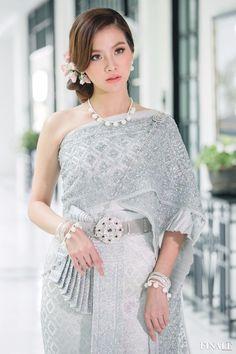 Traditional Thai Clothing, Traditional Fashion, Traditional Dresses, Cambodian Wedding Dress, Thai Wedding Dress, Thai Fashion, Girl Fashion, Thai Dress, Royal Dresses
