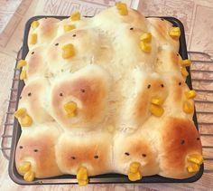 【画像】ちぎりパン失敗で化け物ができた - 鬼女と喪女 / 何作ろうとしてたの?ひよこパン?昔、人喰いアメーバのどーたら云う映画があってね…