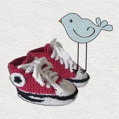 Baby scarpine modello  All Star Converse rosse fatte a mano a uncinetto. Le puoi acquistare su shopcrochet.com