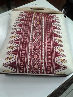 Palestinian Embroidery Bags, Folk Embroidery, Cross Stitch Embroidery, Embroidery Patterns, Quilt Patterns, Cross Stitch Borders, Cross Stitch Charts, Cross Stitch Designs, Cross Stitching
