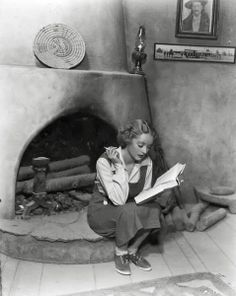 Bette Davis on the set of 'The Petrified Forest'  She looks beautiful here :)