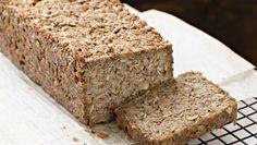 Mit diesem Rezept backen Sie Ihr eigenes Low-Carb-Brot.