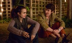 Lily Collins and Alex Sharp in To The Bone. Netflix Movies To Watch, Sad Movies, I Movie, Horror Movies, Lily Collins, Beckham, Peliculas Online Hd, To The Bone Movie, Avengers Film