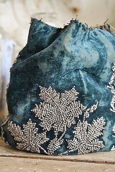 Avondtasje VERKOCHT: [Loose Translation - Clutch Bag SOLD Overview Antiques evening pouch of velvet with beads in silver. Over 100 years old, he is here filled with tulle. Make Your Own Collage, Beadwork, Beading, Owl Cat, Lesage, Romantic Cottage, Robins Egg, French Blue, Cute Purses