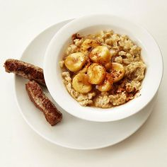 Sugary browned bananas and a splash of rum flavor updates your traditional oatmeal! More recipes here: http://www.bhg.com/recipes/breakfast/heart-healthy-oatmeal-recipes/?socsrc=bhgpin071814bananasfosteroatmeal&page=3