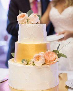 Свадебный торт с живыми цветами 8 кг