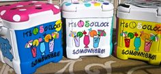 Love these painted coolers! Cooler Painting, Diy Painting, Craft Gifts, Diy Gifts, Cooler Connection, Coolest Cooler, Cooler Designs, Party Cups, Party Party