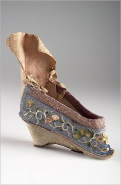 Shoes | China | late 19th century | silk, canvas | length: 11 cm | National Museum, Prague | Inventory #: 3448