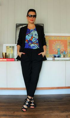 Look office. Terninho combinada com uma blusa ultra colorida