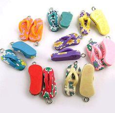 8 Flip Flop Charms Colorful Kitschy Fun Made por BohemianFindings, $4.50