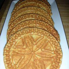 Gingerbread Pizzelles Recipe Desserts with eggs, sugar, brown sugar, cinnamon… Stroopwafel Recipe, Pizzelle Recipe, Shortbread Recipes, Cookie Recipes, Dessert Recipes, Pizzelle Cookies, No Bake Cookies, Rosettes Cookie Recipe, Christmas Baking