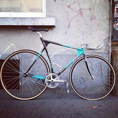 VILLIGER Velo Vintage, Vintage Bikes, Cool Bicycles, Cool Bikes, Bmx, Sky Ride, Garage Bike, Bike Tools, Fixed Gear Bicycle