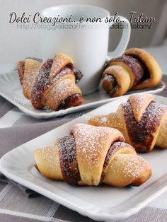 cornetti di pan brioches danubio dolce
