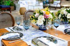 Linda decoração de casamento com toques de azul e amarelo. Decoração: Edilayne Ferraz | Foto: Rejane Wolff