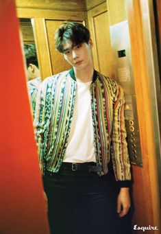 Lee Jong Suk did a pictorial and interview with Esquire for the November issue and we're wondering why he's not smiling? And what is the point of shots of his back when we prefer to see… Lee Jong Suk Cute, Lee Jung Suk, Asian Actors, Korean Actors, Kang Chul, Young Male Model, Doctor Stranger, Han Hyo Joo, W Two Worlds