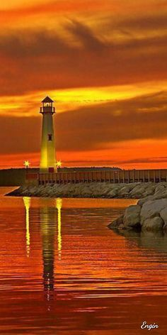 enthralling Sunset in Wawatam Lighthouse in St. Ignace, MichiganA enthralling Sunset in Wawatam Lighthouse in St. Cool Pictures, Cool Photos, Beautiful Pictures, Beautiful Sunset, Beautiful Places, Lighthouse Pictures, Lighthouse Art, Beacon Of Light, Belle Photo