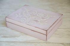 Ślubne pudełeczko na obrączki - piękne, praktyczne i fotogeniczne :)  Do kupienia w sklepie internetowym Madame Allure! Decoupage, Decorative Boxes, Ornament, Pink, Home Decor, Boxes, Decoration, Decoration Home, Room Decor